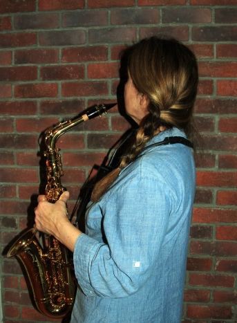 Josée au saxophone (2).jpg
