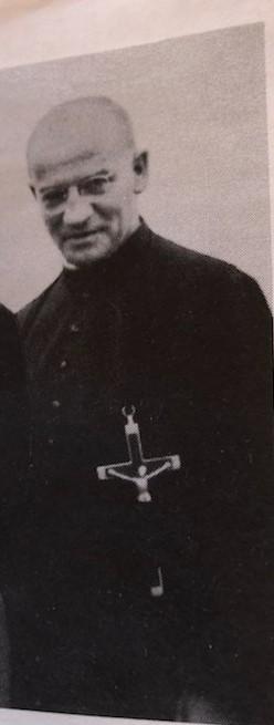 Père Cade vers 1983.jpg